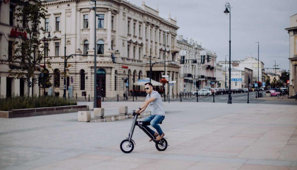 Miejski skuter elektryczny